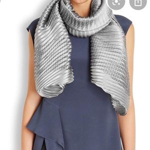 Armani Collezioni Pleated Houndstooth Detail Scarf